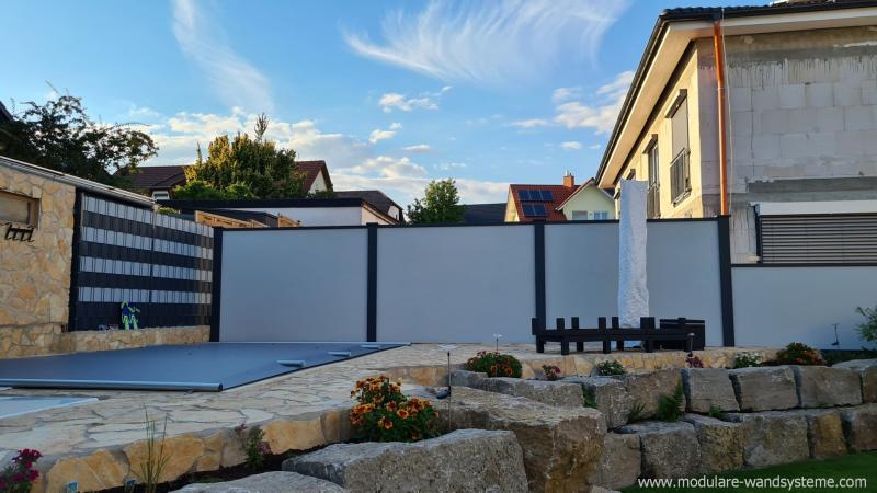 Modulare-Wandsysteme-Sicht-und-Windschutz-an-Terrasse-und-Pool