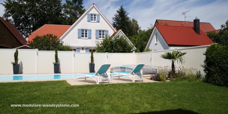 Modulare-Wandsysteme-Sicht-und-Windschutz-an-einem-Pool