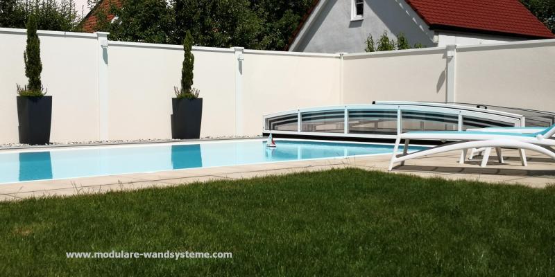 Modulare-Wandsysteme-Sicht-und-Windschutz-an-einem-Schwimmigpool