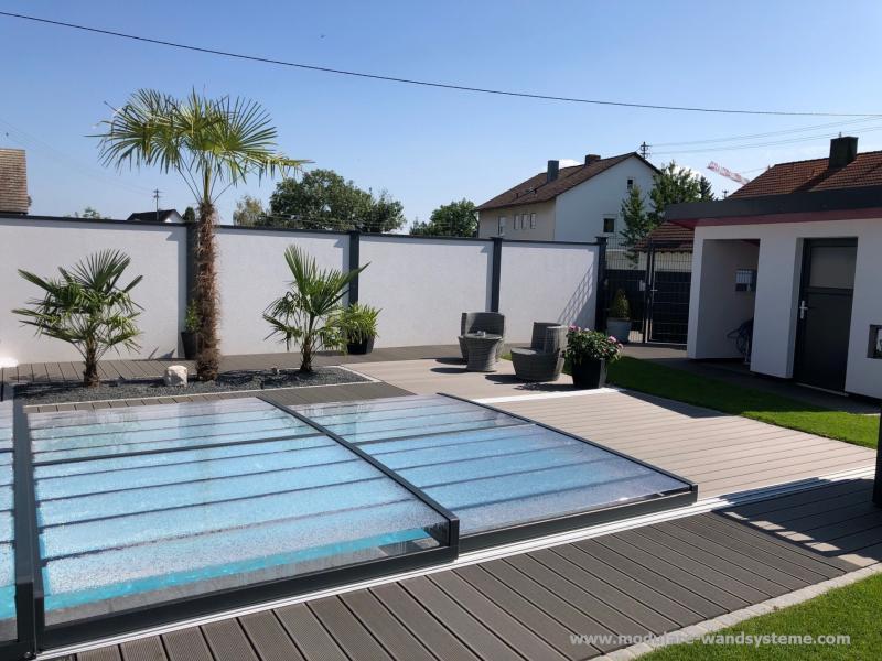 Modulare-Wandsysteme-Sichtschutz-am-Schwimmbad-mit-WPC-Terrasse