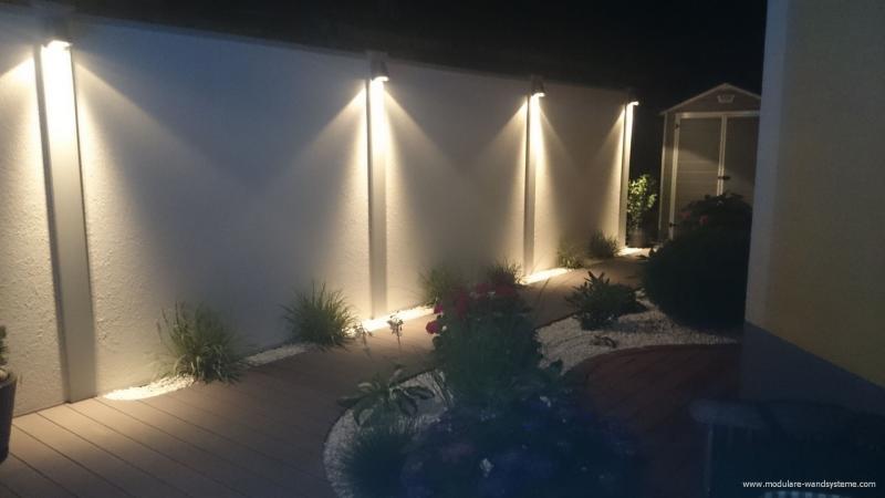 Modulare-Wandsysteme-Sichtschutz-mit-Beleuchtung-und-Bepflanzung