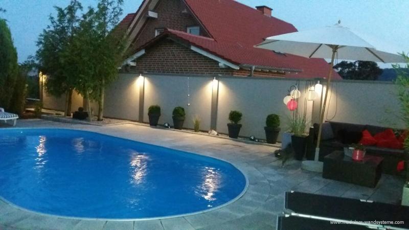 Modulare-Wandsysteme-Sichtschutz-mit-Beleuchtung-und-Pool