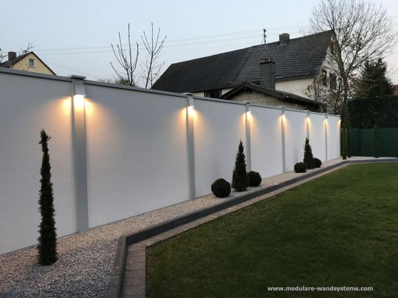Modulare-Wandsysteme-mit-Splitstreifen-Bepflanzung-und-Beleuchtung