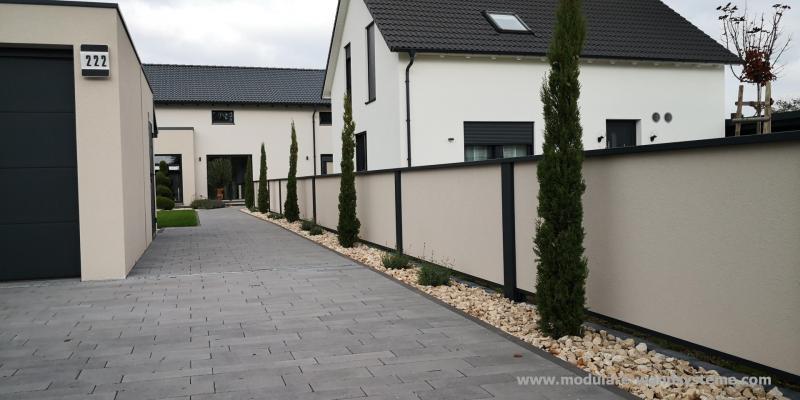 Modulare-Wandsysteme-Fertigmauer-farblich-abgestimmt-auf-das-Haus-und-Garage