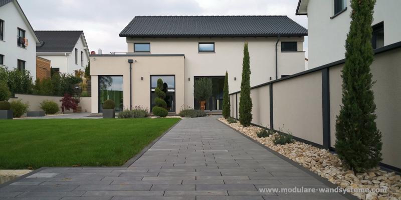 Modulare-Wandsysteme-Fertigwand-farblich-abgestimmt-auf-das-Haus
