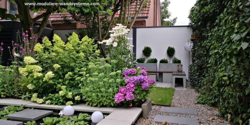 Modulare-Wandsysteme-Sichtschutz-Fertigwand-in-kleinem-Garten-240-m-Hoehe
