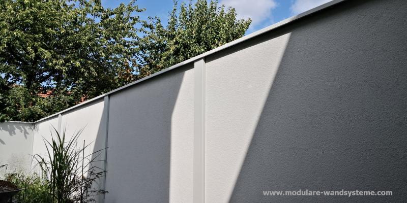 Modulare-Wandsysteme-Sichtschutz-Variante-II-Pfosten-und-Wand-in-lichtgrau