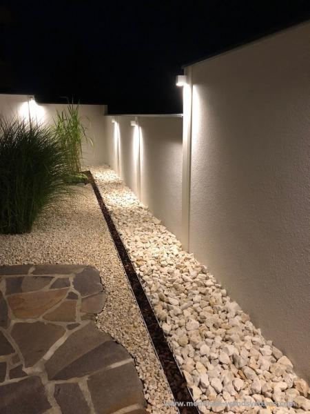 Modulare-Wandsysteme-Variante-II-in-Stufen-gesetzt-und-Beleuchtung