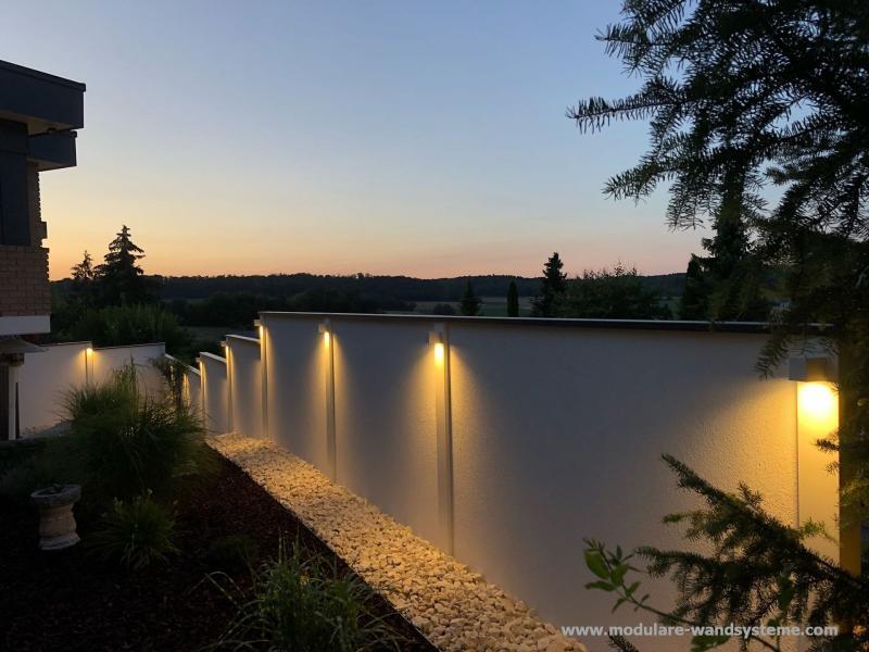 Modulare-Wandsysteme-Variante-II-mit-Stufen-und-Beleuchtung