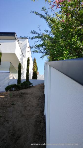 Modulare-Wandsysteme-Variante-II-schrag-dem-Gelande-angepasst