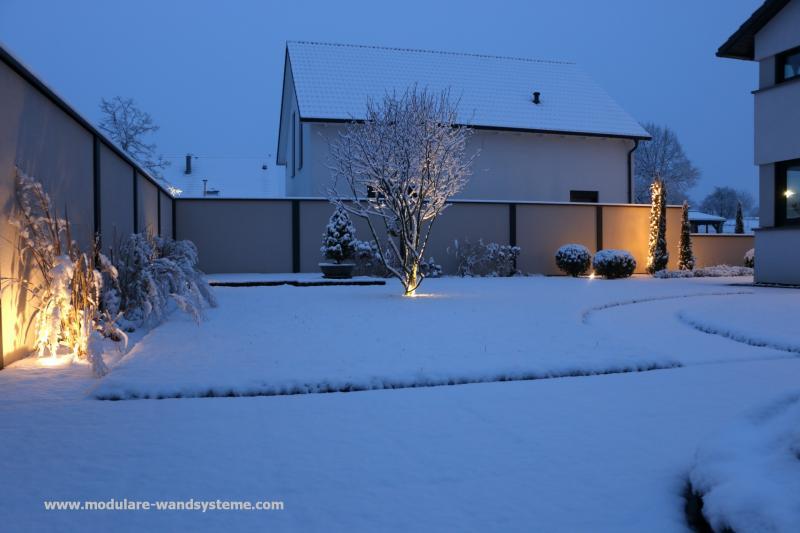 Modulare-Wandsysteme-Winteraufnahme-mit-Beleuchtung