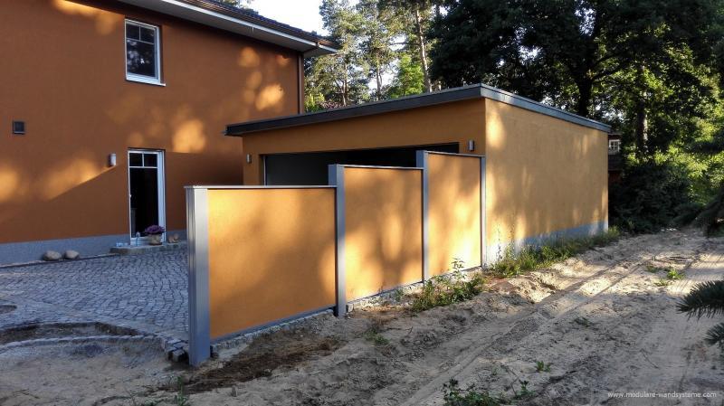 Modulare-Wandsysteme-als-Abtrennung-einer-Garageneinfahrt-abgestuft