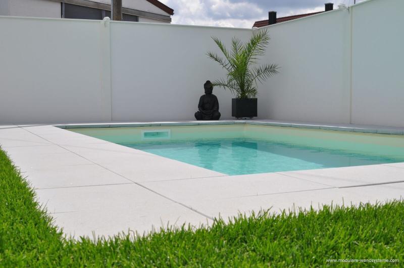 Modulare-Wandsysteme-als-Windschutz-am-Schwimmbad