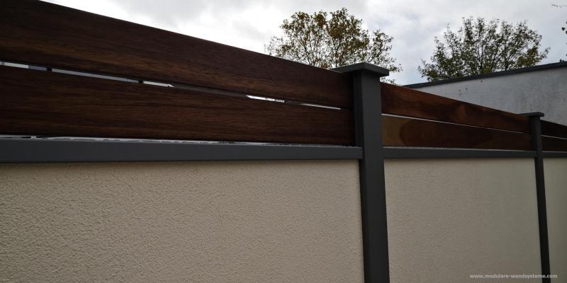 Modulare-Wandsysteme-Fertigmauer-mit-Holz-Sichtschutz-Guyana-Teak-glatt