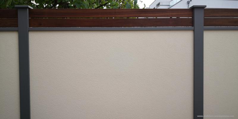 Modulare-Wandsysteme-Fertigmauer-mit-Holz-Sichtschutz-Guyana-Teak