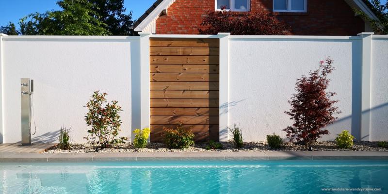 Modulare-Wandsysteme-Fertigwand-mit-Holz-Sichtschutz-Thermokiefer