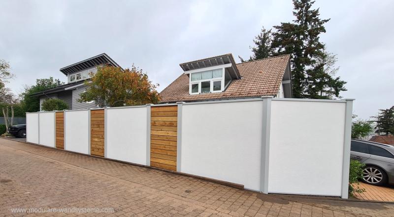 Modulare-Wandsysteme-Fertigwand-mit-Laerche-Sichtschutz