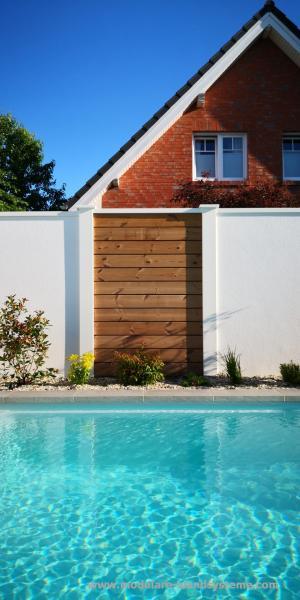Modulare-Wandsysteme-Fertigwand-mit-Thermoholz-Sichtschutz