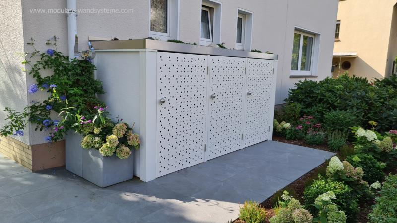Modulare-Wandsysteme-Muelltonneneinhausung-mit-gelochten-Alutueren