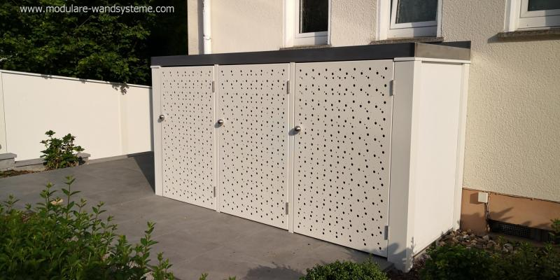 Modulare-Wandsysteme-Muelltonneneinhausung-mit-gelochten-Tueren