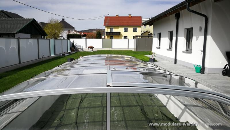 Modulare-Wandsysteme-Sichtschutz-mit-satiniertem-Glas