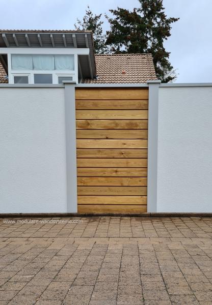 Modulare-Wandsysteme-Sichtschutzwand-mit-Holzelementen-aus-Laerche