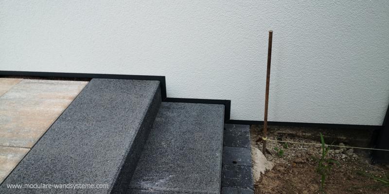 Modulare-Wandsysteme-angepasst-an-eine-Treppe