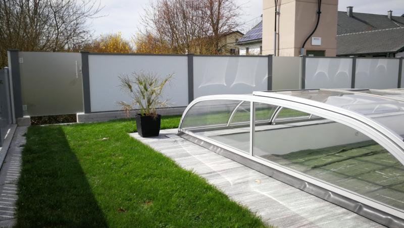 Modulare-Wandsysteme-mit-Glastuere-und-Glassichtschutz