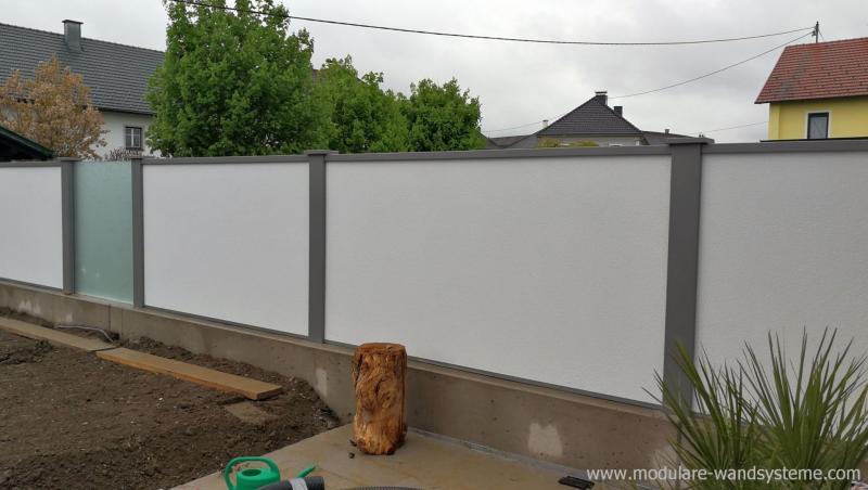 Modulare-Wandsysteme-mit-eingebautem-satinierten-Glas
