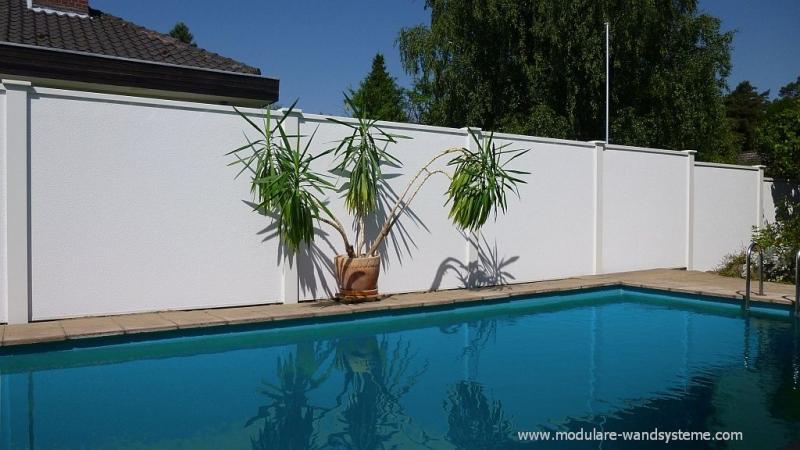 001aModulareWandsystemeSichtschutzwandWindschutzwandLaermschutzwand ·  Sichtschutz Wand Mauer Vor Einem Pool