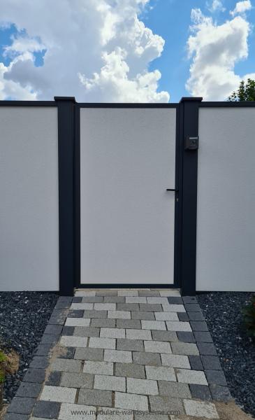 Modulare-Wandsysteme-Tuere-in-Sichtschutz-Variante-1-eingebaut