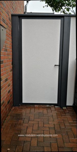 Modulare-Wandsysteme-Tuere-in-Sichtschutz-Variante-2-eingebaut