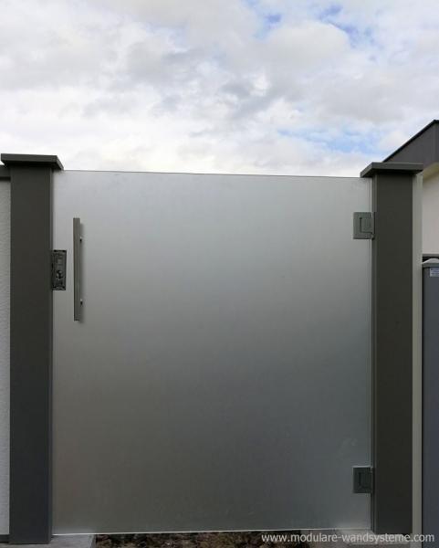Modulare-Wandsysteme-mit-eingebauter-Glastre-satiniert