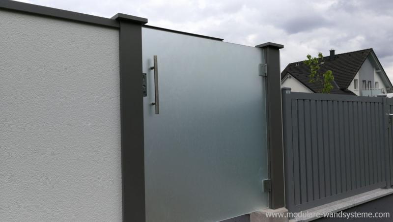 Modulare-Wandsysteme-mit-eingebauter-Sicherheits-Glastre-satiniert