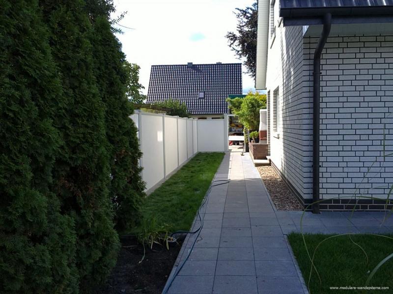 Modulare-WandsystemeGarteneinfreidungmiteingebauterTuere